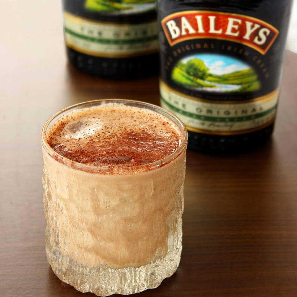 This Homemade Baileys Irish cream will warm your heart up during the ...